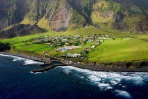 Cuộc sống trên đảo hẻo lánh nhất thế giới